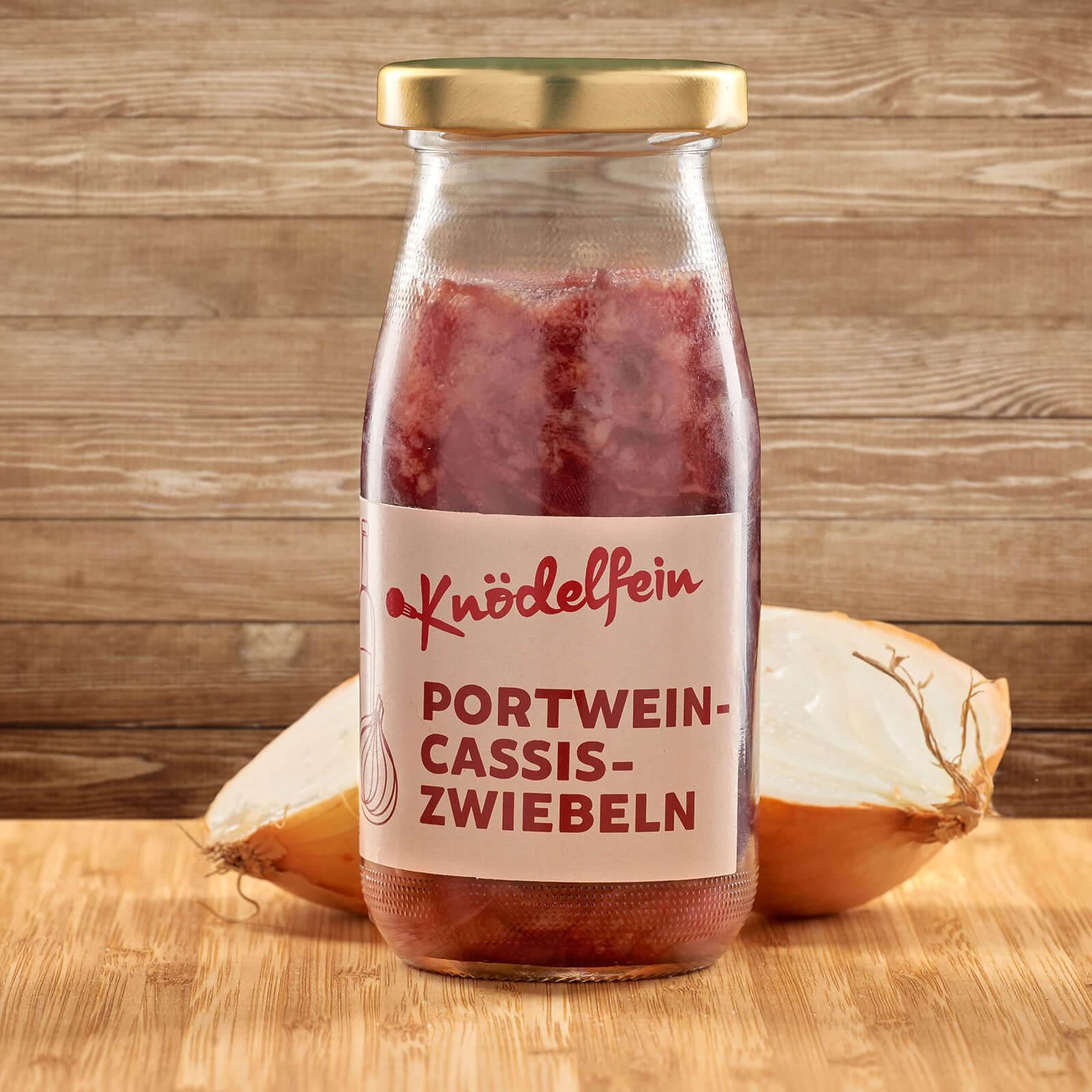 Kaaspress-Knödel mit Portwein-Cassis-Zwiebeln